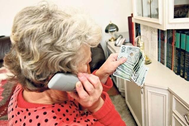 Fałszywi policjanci często dzwonią do seniorów, by wyłudzić od nich pieniądze