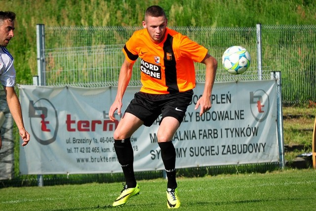 Dawid Czapliński zaliczył w Łaziskach bardzo dobry występ. Zobaczył jednak już 12. żółtą kartkę w sezonie i w dwóch najbliższych spotkaniach nie zagra.