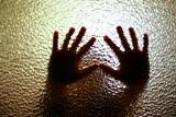 """14-latka z Pomorza padła ofiarą gwałtu. """"Mamo, ja naprawdę potrzebuję pomocy"""""""
