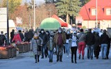 Tłumy na kieleckich cmentarzach tydzień po ogłoszeniu decyzji o ich zamknięciu (ZDJĘCIA)