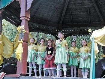 Wesołe Nutki z SP nr 1 z Miechowa zaśpiewały kilka piosenek Fot. Magdalena Uchto