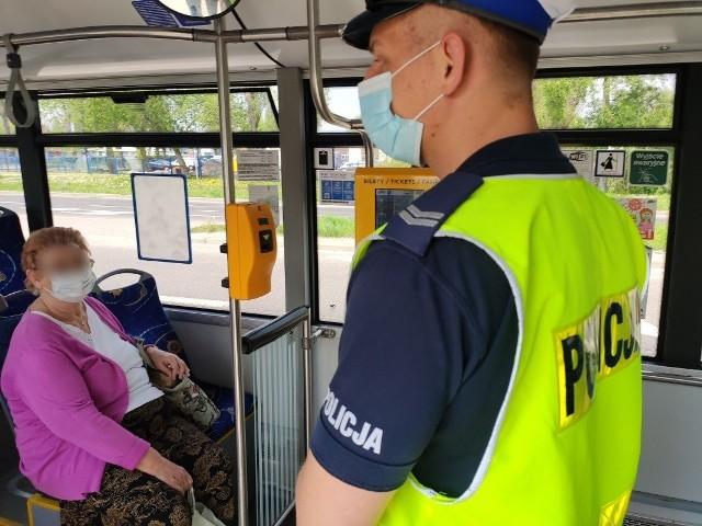 Wiosną 2021 roku policjanci prowadzili specjalne akcje, podczas których sprawdzali, czy mieszkańcy Kujaw i Pomorza stosują się do wytycznych.