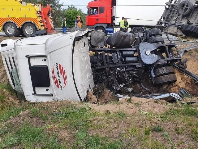 Do groźnie wyglądającego wypadku doszło w sobotę rano (30 maja) na trasie S8 w Tomaszowie Mazowieckim. Przewrócona ciężarówka zablokowała drogę.CZYTAJ DALEJ NA NASTĘPNYM SLAJDZIE