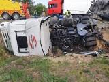 Groźny wypadek na S8. Przewrócona ciężarówka w Tomaszowie. Utrudnienia ZDJĘCIA