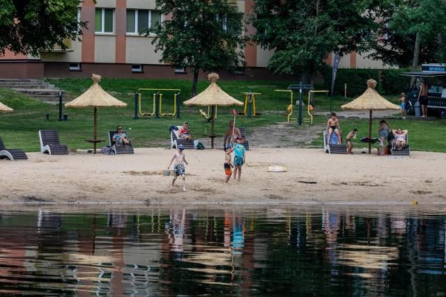 Tak białostoczanie spędzali sobotę (10.06) na okolicznych plażach w Wasilkowie, Jurowcach i Nowodworcach.
