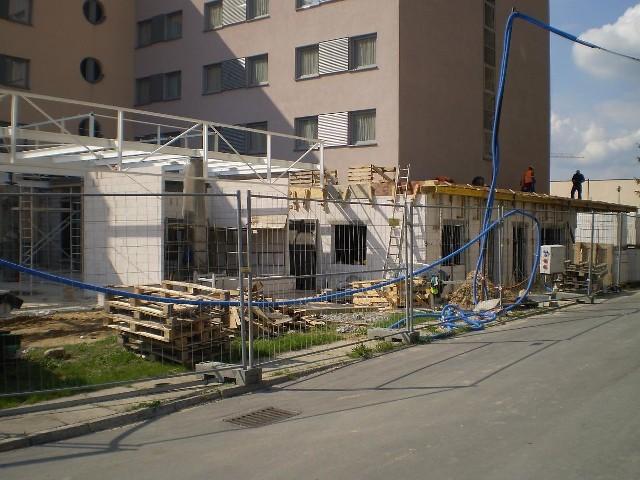 Na razie przed hotelem Tęczowy Młyn trwa budowa sali konferencyjno - restauracyjnej na 250 osób