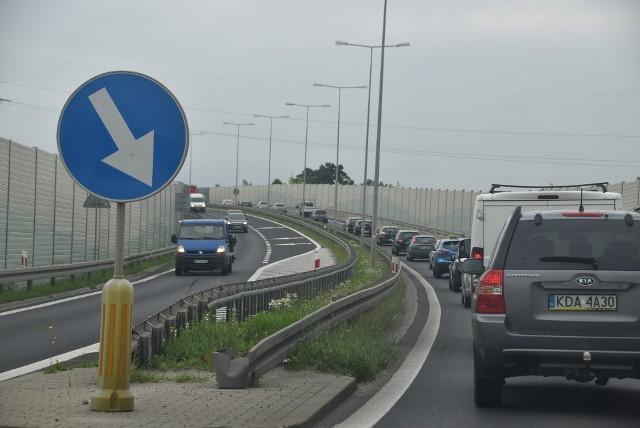 DK 73 biegnie z Kielc przez Tarnów i Jasło w kierunku granicy ze Słowacją. Trasa nowej S73 częściowo pokrywałaby się z istniejącą drogą, a częściowo biegła nowym szlakiem