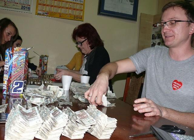 Sztab WOŚP we Włoszczowie zebrał z samych 98 puszek ponad 40 tysięcy złotych.