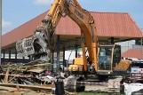 Ruszyła częściowa rozbiórka budynków dworca PKS w Łomży (zdjęcia, wideo)