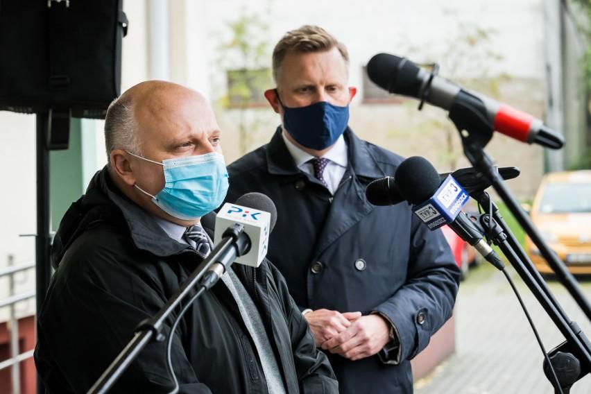 Mirosław Kozłowicz, zastępca prezydenta Bydgoszczy, i Wojciech Nalazek, szef bydgoskich drogowców, wyjaśniają, co dalej będzie z uszkodzonymi wiaduktami Warszawskimi