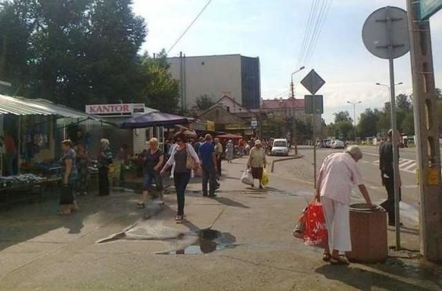 Właściciele sklepów przy ul. Jurowieckiej powoli zwijają interes. Nie wiadomo jednak, co dalej będzie z kamienicą.