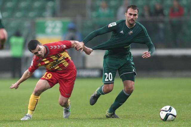 Do tej pory, gdy Kokoszka (z prawej) nie musiał pauzować za kartki, grał we wszystkich meczach Śląska