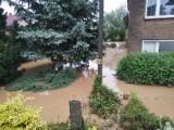 Intensywne opady i zalane posesje w okolicach Nysy. Na miejsce pojechało 6 zastępów straży pożarnej