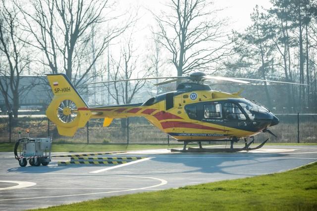 Na miejsce pojechały służby ratunkowe, w tym pogotowie lotnicze, policja oraz straż pożarna.