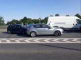 Wypadek trzech samochodów na Krzywoustego we Wrocławiu. Duże utrudnienia