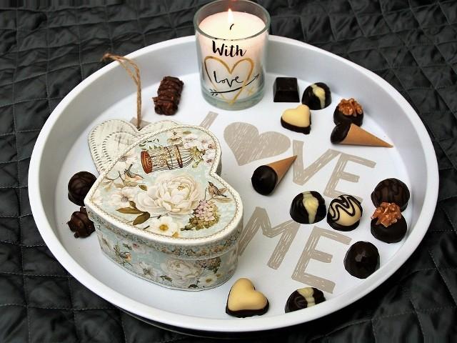 Wartość sprzedaży pralinek oraz tabliczek czekoladowych, która odbywa się przed Walentynkami to odpowiednio: 127,5 mln złotych oraz 135,8 mln zł