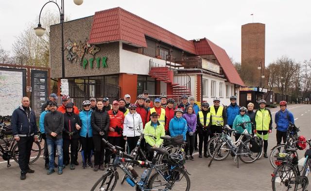 Turyści przemierzyli na rowerach szlak dawnych, nieistniejących już, nadgoplańskich promów. Na wycieczkę zaprosiła ich Kruszwicka Grupa Rowerowa. 45-kilometrowa trasa poprowadzona została przez miejscowości: Kruszwica, Lachmirowice, Kościeszki, Rzeszynek, Rzeszyn, Jeziora Wielkie, Kruszwica. W świetlicy wiejskiej w Rzeszynie czekał na cyklistów gorący posiłek.