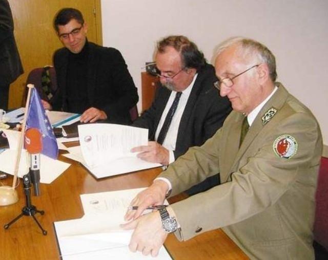 (po prawej), były dyrektor Białowieskiego Parku Narodowego