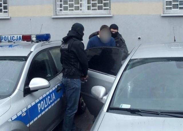 W poniedziałek sąd aresztował kolejne dwie osoby, podejrzane o brutalne zabójstwo 45-latka przy ulicy Białówny. Jedną z aresztowanych jest kobieta.