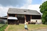 Gdy samolot niszczy dach... Mieszkańcy Morawicy proszą o pomoc. Bez skutku