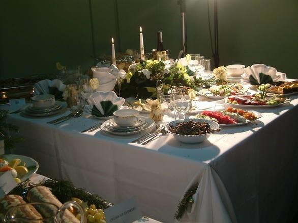 Catering na święta Bożego Narodzenia. Gdzie i jak zamówić tradycyjne potrawy?Jeśli nie chcesz przed świętami stać godzinami w kuchni skorzystaj z cateringu