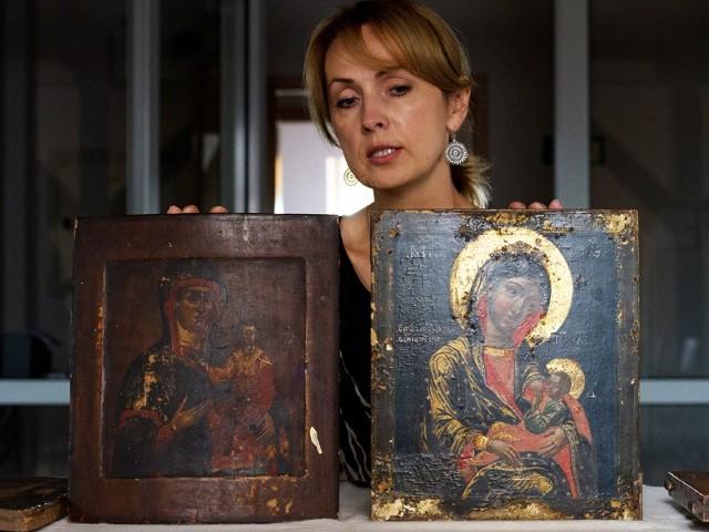 Renowacji wymagają, między innymi, Smoleńska Ikona Matki Bożej oraz ikona Matki Boskiej Karmiącej. Oba wizerunki są cenne. Pochodzą z XVIII wieku. - Ich odnowienie jest kosztowne - przyznaje Krystyna Stawecka, kierowniczka Muzeum Ikon w Supraślu.