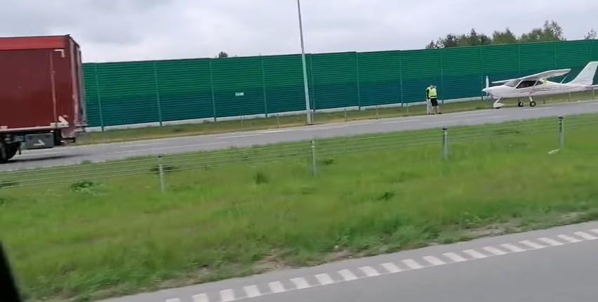 Awaryjne lądowanie awionetki na autostradzie A1 pod...