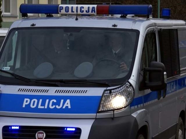 Rosjanin zdemolował policyjnego busa