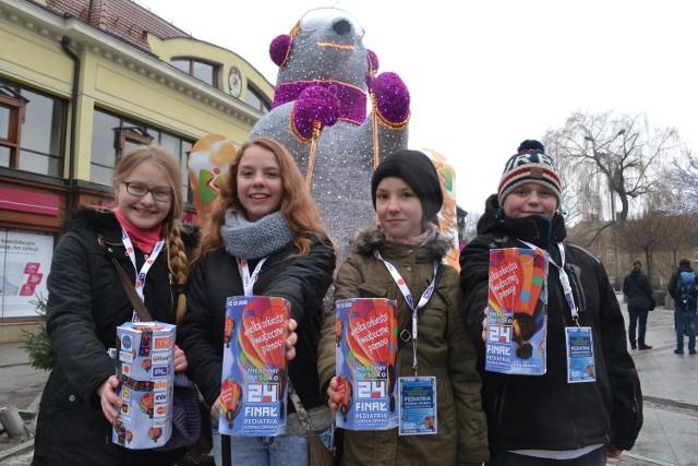 Kwestowanie idzie dobrze - zameldowali nam Weronika, Edyta, Martyna i Marcel, kwestujący w centrum Bielska-Białej.