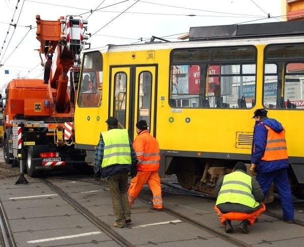 Do awarii tramwaju inii nr 5 doszło na  ul. Bohaterów Warszawy w Szczecinie