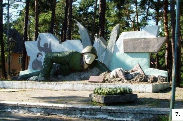 Zdaniem internautów pomnik radzieckiego łącznościowca zalicza się do jednego z tych, które najmniej się udały.Zobacz również: Ławeczka niepodległościowa w Kargowej