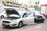 Drogowy armageddon przy Wroclavii. Wypadek, potrącenie pieszej i korki, bo nie działa sygnalizacja [ZDJĘCIA]