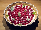 Przepis na ciasto z malinami. Szybko i bez pieczenia lub na biszkopcie
