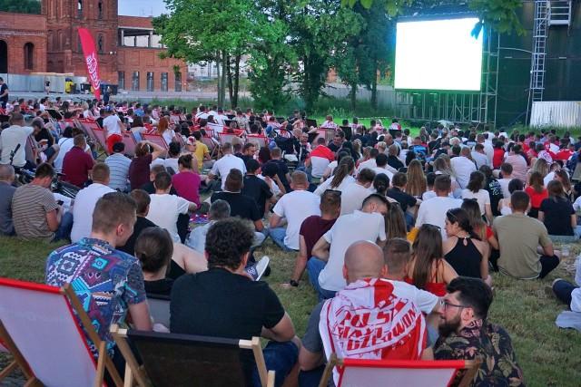 Łódzka strefa kibica zgromadziła tłumy fanów! Jak łodzianie wspierali reprezentację Polski w meczu z Hiszpanią? Zobacz zdjęcia w naszej galerii!