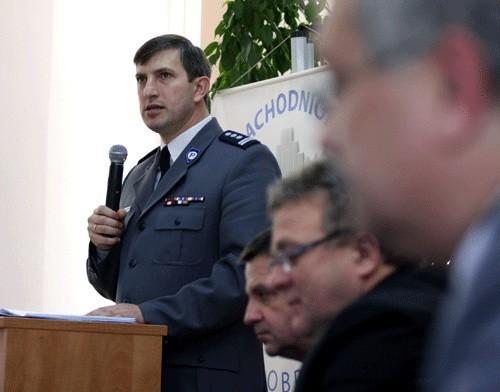 Na zdjęciu: insp. Jacek Fabisiak, zastępca komendanta wojewódzkiego policji podczas dzisiejszej odprawy w Kołobrzegu.
