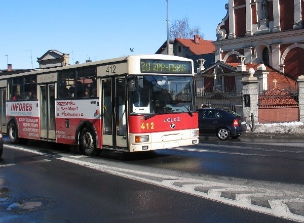 Obecnie autobusy przemyskiej komunikacji miejskiej nie mają jednakowej kolorystyki. Te sprowadzone z Niemiec wożą jeszcze reklamy tamtejszych firm.