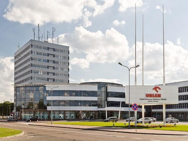 Siedziba Orlenu przy ul. Chemików 7 w Płocku [autor: Adam Kliczek, http://zatrzymujeczas.pl (CC-BY-SA-3.0) (wolne zasoby)]