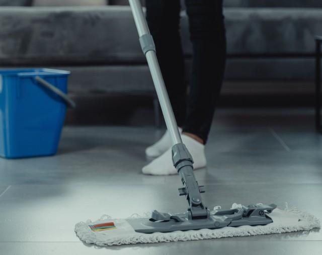 Mycie podłogi, z pozoru łatwa rzecz, a jednak nie wszystkim się udaje.