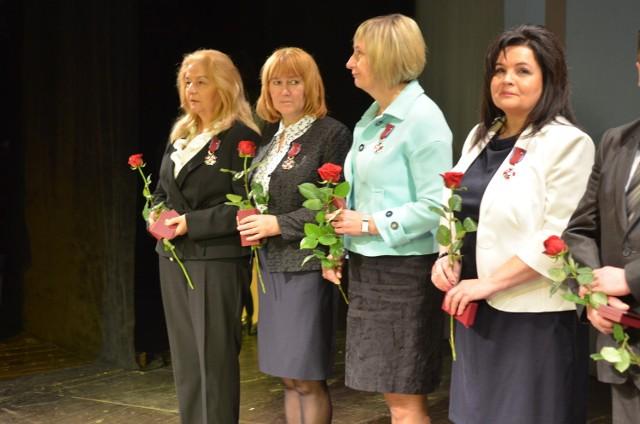 W piątek, 14 października, Lubuskie Kuratorium Oświaty nagrodziło pedagogów z całego województwa. Posypały się odznaczenia, medale, wyróżnienia.