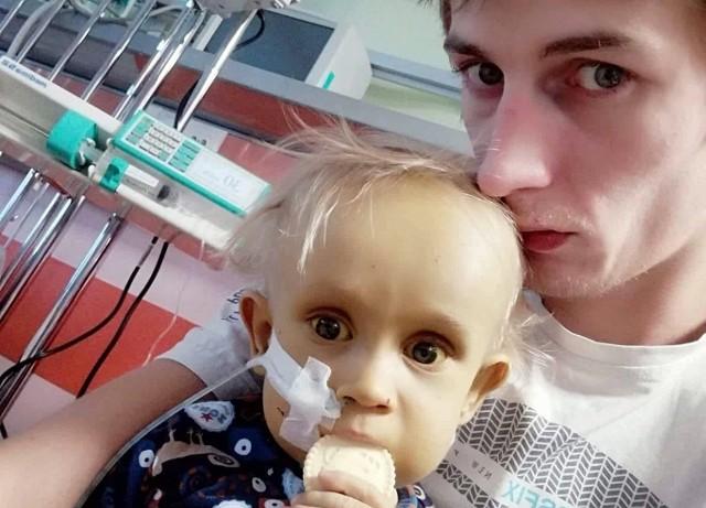 Fabian Pogorzelec leci do USA. Operacja otworzy mu drogę do przeszczepu wątroby, który jest jedyną szansą na uratowanie życia 2-letniego chłopca.