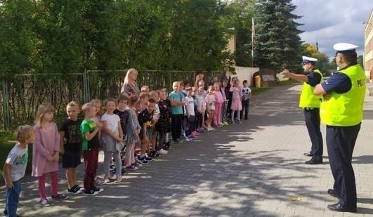 Kilka dni temu policjanci byli na lekcji w szkole podstawowej numer 1 w Szydłowcu.