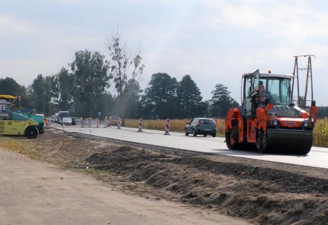 Remont nieco ponad kilometrowego odcinka drogi krajowej nr 25 w miejscowości Chmielniki