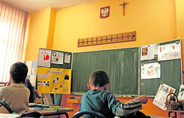 W porównaniu z latami przedwojennymi, pod względem religijności i wiary nic się nie poprawiło po wprowadzeniu religii do szkół. Nie pamiętam, by było tylu wandali i kiboli - pisze Krzysztof z Zabrza