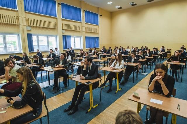 8 czerwca rozpocznie się matura 2020. Dyrektorzy szkół w Poznaniu przygotowują się do przeprowadzenia tegorocznych egzaminów z zachowaniem szczególnych zasad bezpieczeństwa.