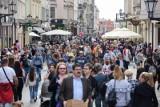 Narodowy Spis Powszechny 2021. Praca dla rachmistrzów w Toruniu. Oto wymagania i wynagrodzenie. Ile można zarobić? Znamy stawki