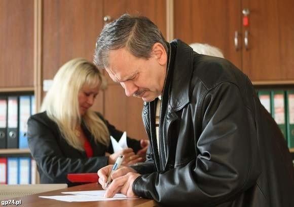 Piotr Orzechowski ze Słupska rejestrował działalność jeszcze według starej procedury. Uważa, że była łatwa.