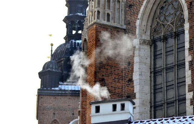Dym z komina w centrum Krakowa