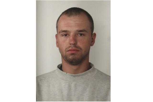 Piotra Tuszyńskiego, notorycznego złodzieja sklepowego z Grudziądza poszukuje policja.