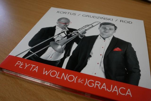 """W nagraniu """"Płyty wolno(ść) grającej"""" wzięli udział m.in. puzonista i dyrygent Zbigniew Starosta oraz pianista Jacek Kortus"""