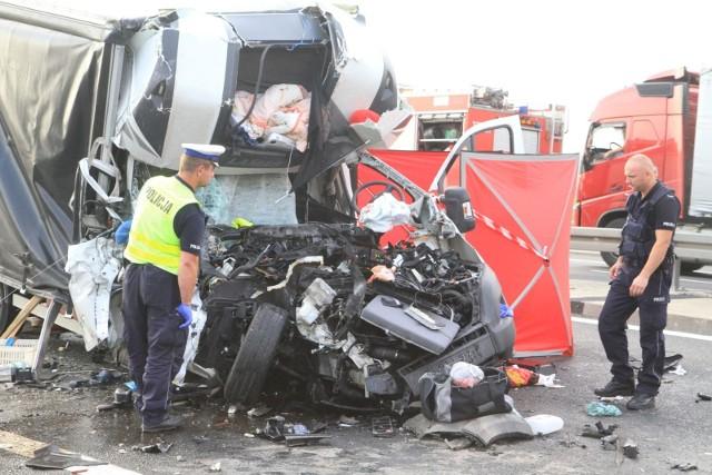 Luty okazał się wyjątkowo tragiczny na drogach w województwie kujawsko-pomorskim. W wypadkach na drogach w naszym regionie zginęło aż 13 osób! Zobaczcie co się wydarzyło na naszych drogach w lutym na kolejnych zdjęciach >>>>>>Flesz - wypadki drogowe. Jak udzielić pierwszej pomocy?